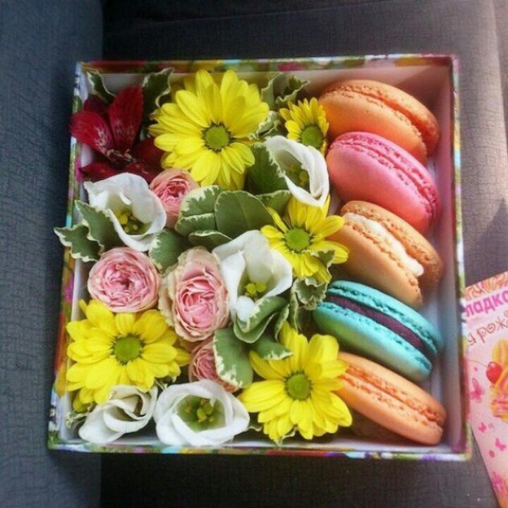 Подарок с макаронами и цветами