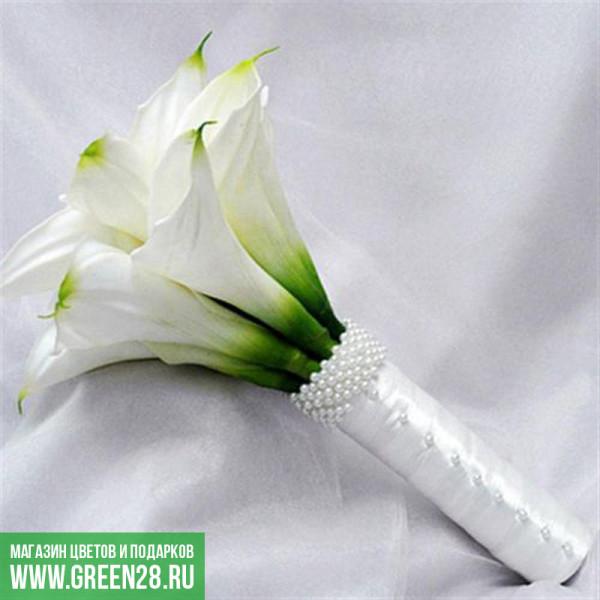 Открытый букет невесты из белых калл «Корона» (thumb)